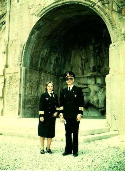 طاق بستان در کرمانشاه به همراه  کاپیتان دکتر شبستری