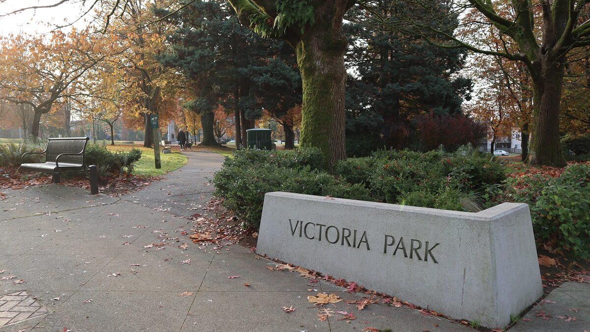 ویکتوریا پارک ، یاد قهرمانان را گرامی می دارد