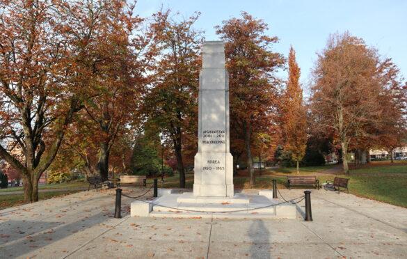 ویکتوریا پارک، خیایان لانزدل، نورث ونکوور