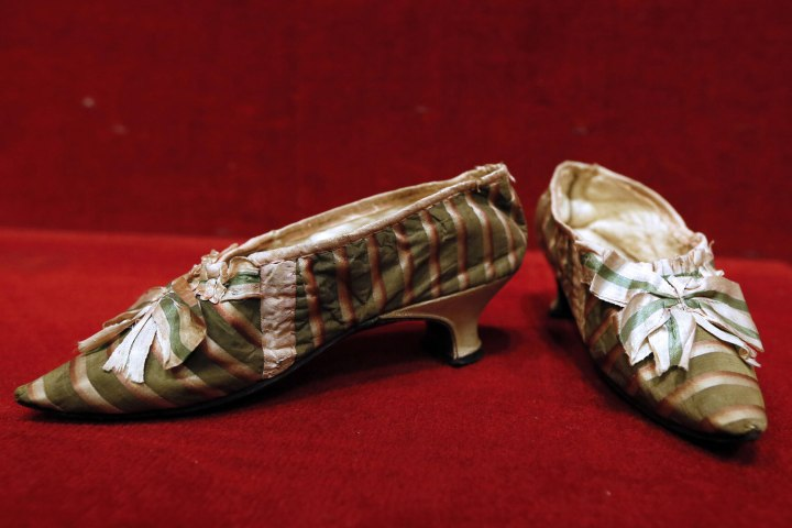 لنگه کفش ماری آنتوانت ملکه پیشین فرانسه در حراجی