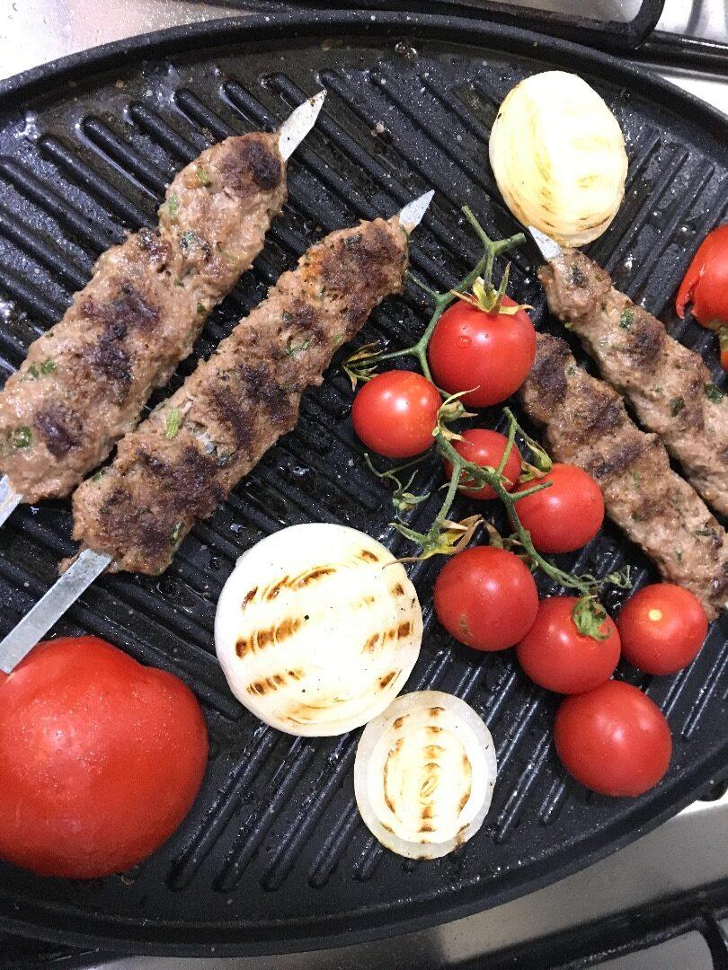 کوفته کباب و جوجه کباب در کاسه نان