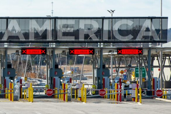 ادامه تعطیلی مرز با آمریکا