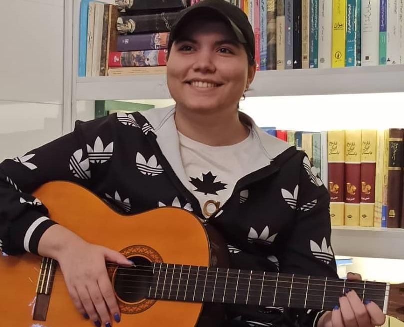 سارینا رضایی، ترانه سرا، نوازنده و خواننده