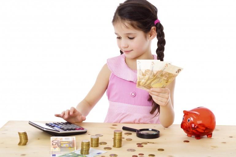 اهمیت آموزش مهارت های اولیه مالی به کودکان