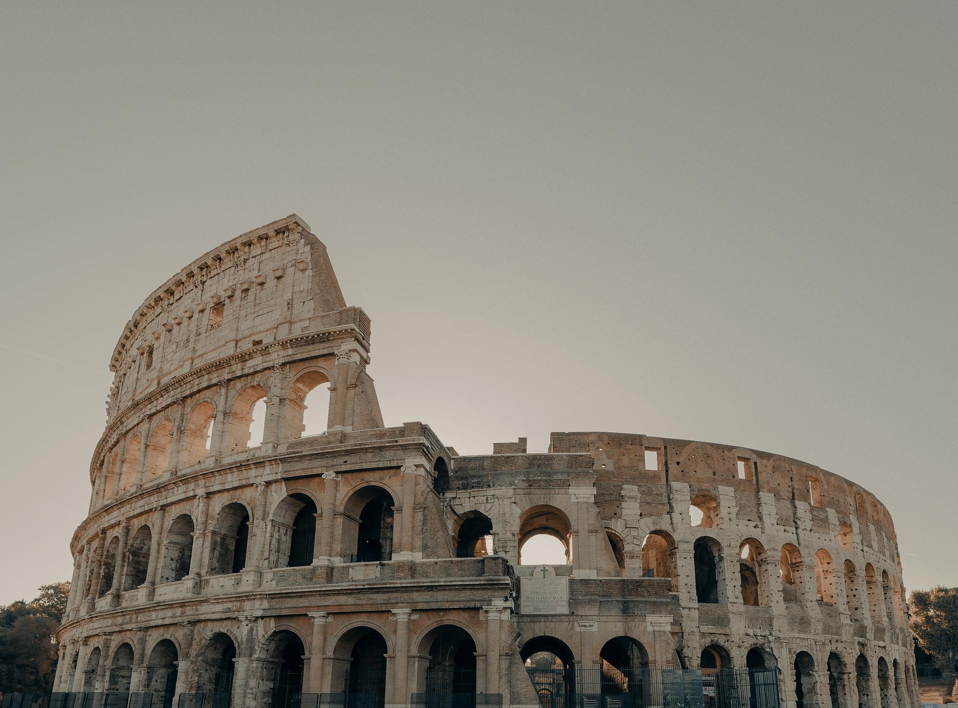 نمای بیرونی کولوسئوم در شهر رم